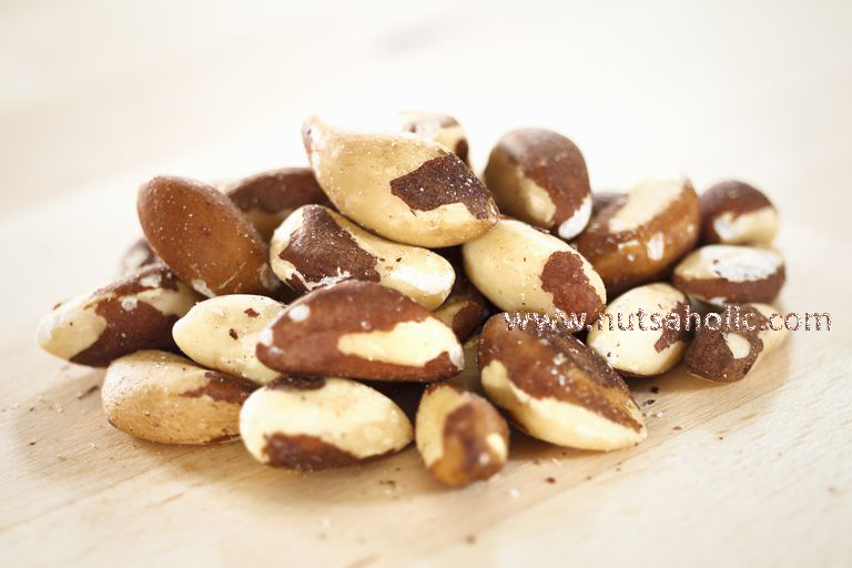 What are Brazil nuts and what are the health advantages of Brazil nuts?